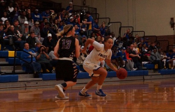 Photo for Swedes Unable to Hold Off Moundbuilders